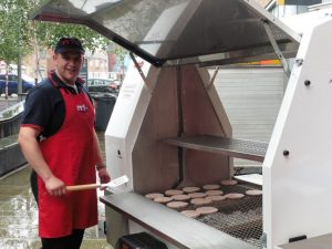 east-belfast-mission-funday-rrt-belfast-201608-the-chef-was-chuffed-with-the-new-trailer-bbq